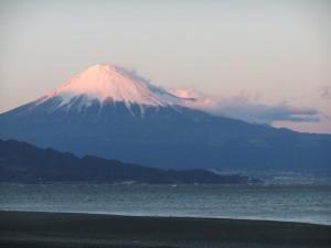 夕日をあびる富士山