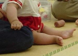 座り 自分 お で 赤ちゃん